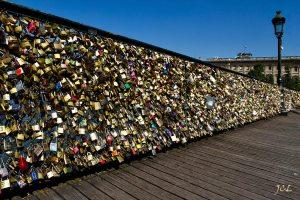 paris-cadenas-amoureux-pont-des-arts-jcl